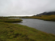 Floden Hítará på väg ner genom Hítardalur