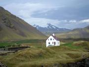 Glaciären Snæfellsjökull kommer fram ut molnen